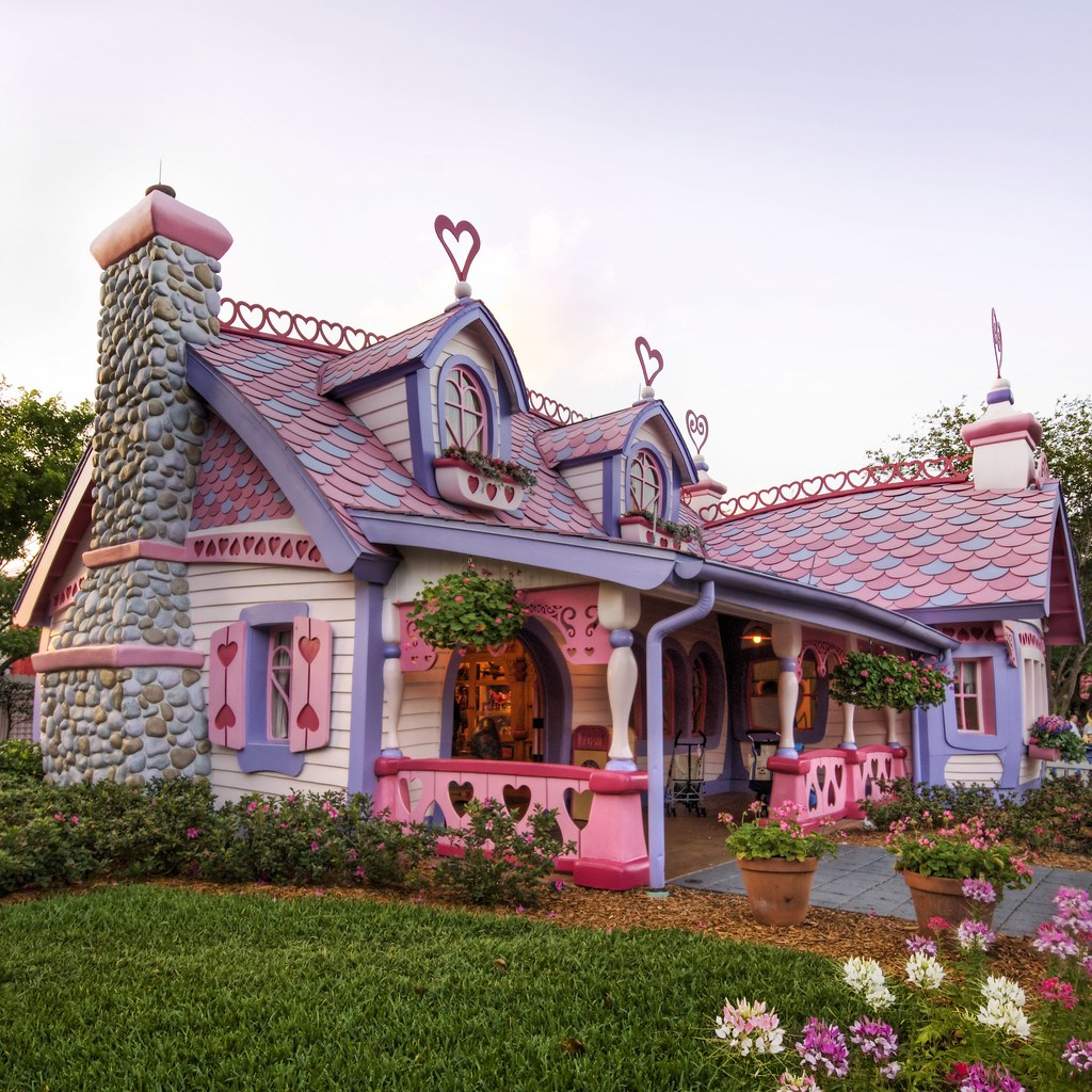 Isabella s little pink house stuck in customs for Isabella house