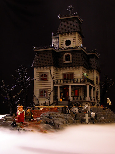 Haunted House 02 by Legohaulic