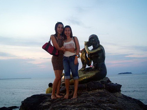 Sisters at Songkhla's Little Mermaid