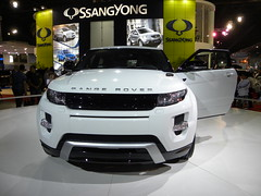 automobile(1.0), automotive exterior(1.0), range rover(1.0), sport utility vehicle(1.0), vehicle(1.0), automotive design(1.0), compact sport utility vehicle(1.0), auto show(1.0), range rover evoque(1.0), bumper(1.0), land vehicle(1.0),