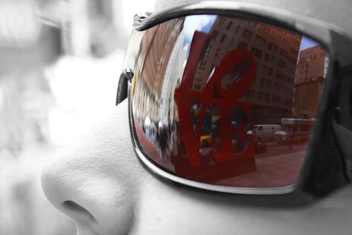 NYC Through Her Eyes - LOVE Sculpture por Matthew Pugliese
