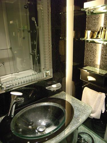 ホテル リスボアのスーペリア・ルーム 洗面台 縦
