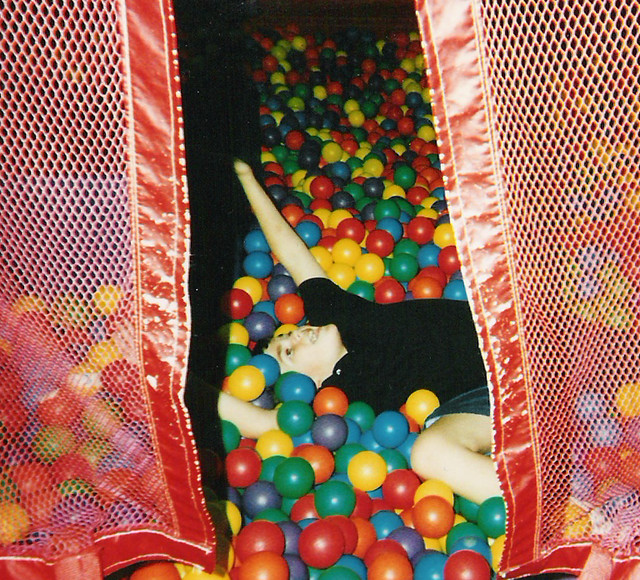 chuck e cheese ball pit