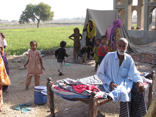 Pakistan floods: Families stilll lack shelter, three months on