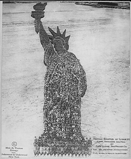 Human Statue of Liberty. 18,000 Officers and Men at Camp Dodge, Des Moines, Iowa. Colonel William Newman, Commanding. Colonel Rush S. Wells, Directing. Mole & Thomas, 09/1918.