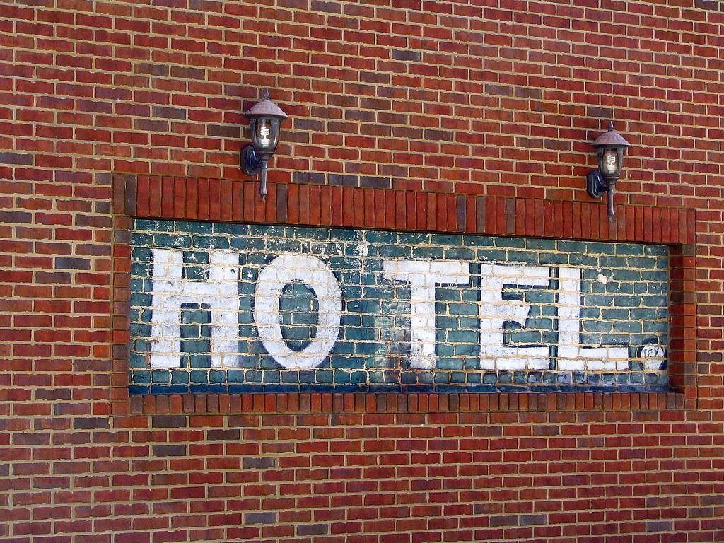 HOTEL.