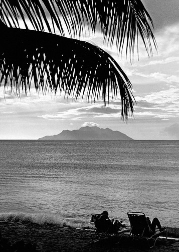 sea bw mer beach backlight contraluz relax island vacances mar paradise relaxing playa palm tropical tropic seychelles bb palmera isla paraiso vacaciones indic holydays silouhette platja illa vespre contrallum tarda tumbona paradís mahé beauvallon indico paradisiac mywinners beauballon