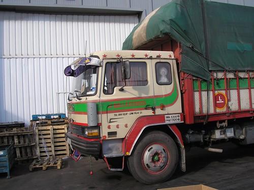 cabina d'un camió Ebro a Molins de Rei (Barcelona)
