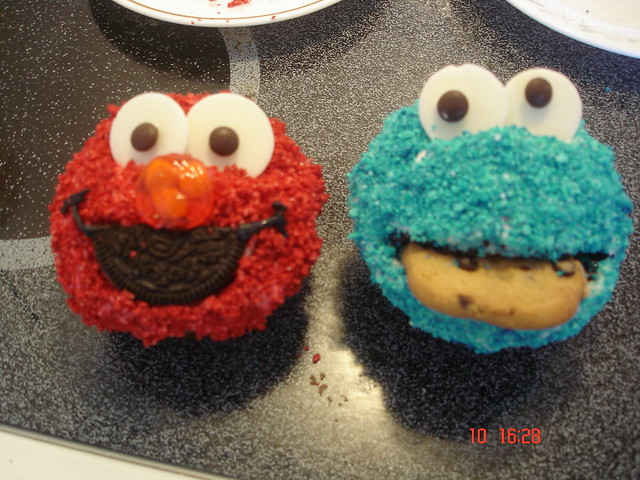 elmo and cookie monster cupcakes flickr photo sharing