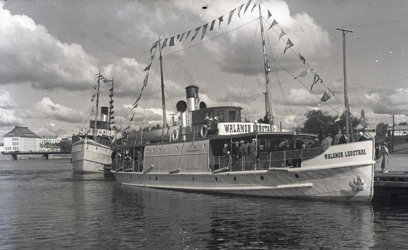 Luostarin omistama Valamon luostari -alus Sortavalan satamassa 1930-luvulla.