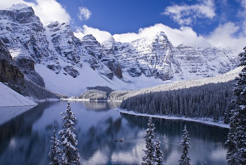 Moraine Lake near Lake Louise (Banff - Canada)