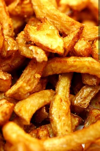 homemade freedom fries, aka french fried yukon gold potatoes    MG 9441