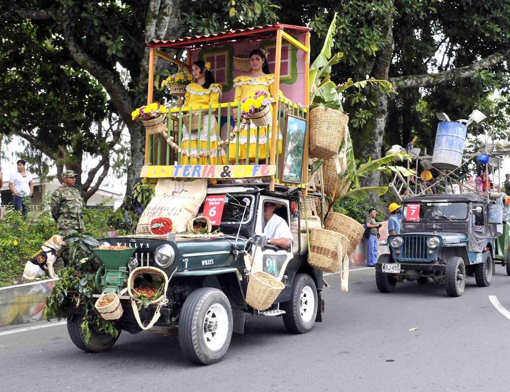 Imagen de un Jeep Willys con balcón incorporado