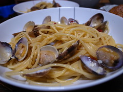 linguine(0.0), fettuccine(0.0), produce(0.0), carbonara(0.0), clam(1.0), spaghetti alle vongole(1.0), bucatini(1.0), spaghetti(1.0), seafood(1.0), pasta(1.0), clam sauce(1.0), spaghetti aglio e olio(1.0), pici(1.0), food(1.0), dish(1.0), cuisine(1.0),