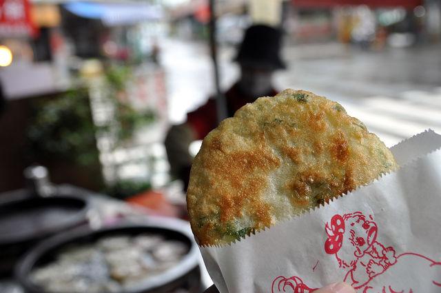 宜蘭珍味香卜肉店門口的蔥油餅