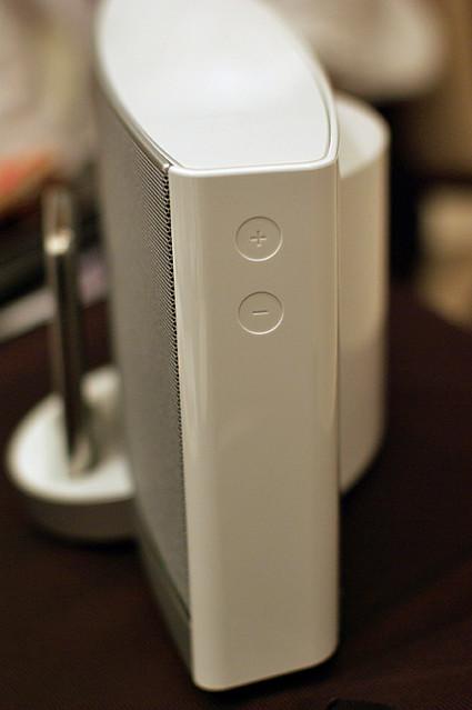 Photo:SoundDock Portable White Volume Control By HAMACHI!