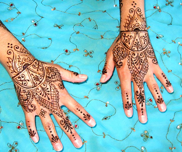 Moroccan inspired henna for a wedding