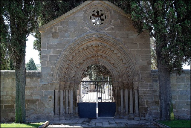 Puerta del cementerio de navarrete la rioja spain a for Cementerio parque jardin la puerta