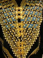 yellow(0.0), jewellery(0.0), chandelier(0.0), chain(0.0), lighting(0.0), art(1.0), pattern(1.0), gold(1.0), bling-bling(1.0),