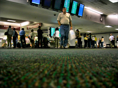 wallpaper people man green landscape carpet airport nikon nashville low baggage tennesee lowangle nikon3200 baggagecarousel september2007 blogrodent richtatum lumisGallery:blog=photoblog