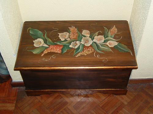 baul de madera con ramo by Tocados y Accesorios Julieta