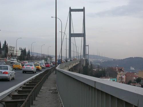 Gyalog a Híd fele