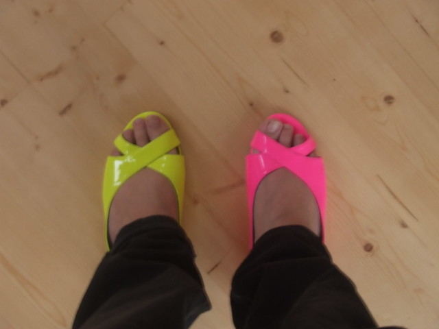 Neon Shoes, Fujifilm FinePix Z3