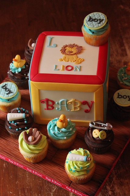 Building block cake with cuppies