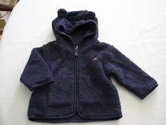 textile, polar fleece, clothing, sleeve, hoodie, outerwear, hood, woolen, zipper, sweater,