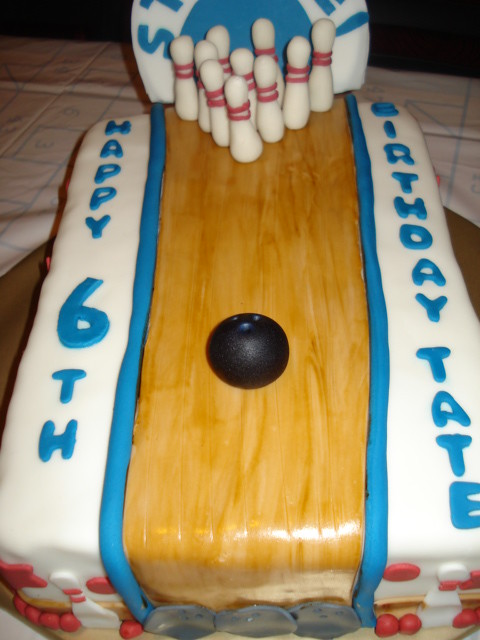 How To Make A Bowling Lane Cake