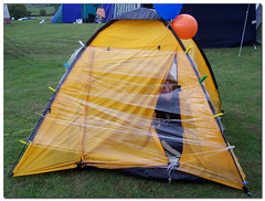 playhouse(0.0), canopy(0.0), wing(0.0), play(0.0), net(0.0), yellow(1.0), leisure(1.0), tent(1.0),