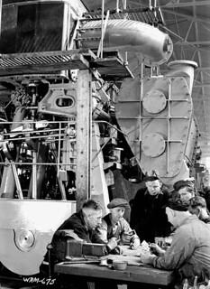 Workmen enjoy a break playing cards at the John Inglis Co. Bren gun plant / Des ouvriers jouent aux cartes pendant leur pause à l'usine de fusils-mitrailleurs Bren de la John Inglis Co