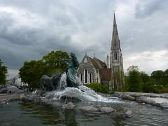 Gefion Springvandet with Sankt Albans Kirke