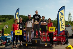 long-distance running(0.0), athletics(0.0), endurance sports(0.0), cycling(0.0), race track(0.0), race(1.0), podium(1.0), team(1.0),