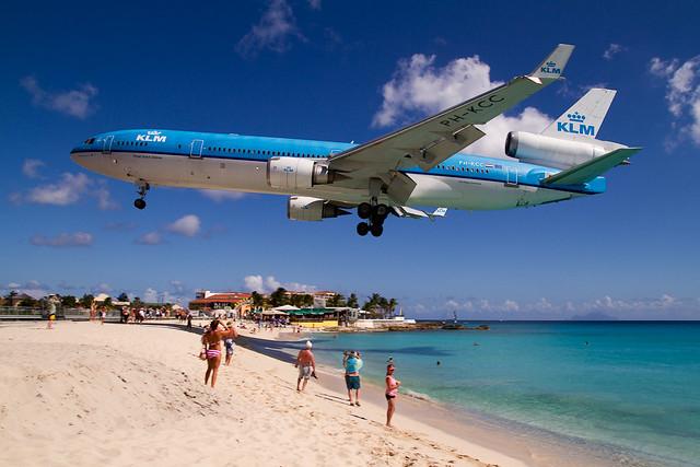 KLM MD11 over Maho Beach
