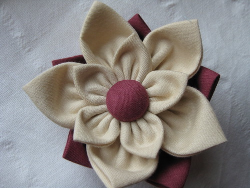 Maroon and Cream Daisy Brooch