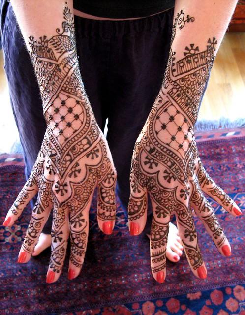 henna hands bride