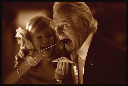 Fotógrafo de boda Edward Olive    Wedding photographer for Madrid Barcelona London Paris - everyone loves a chocolate fondue by Edward Olive Fotografo de boda Madrid Barcelona
