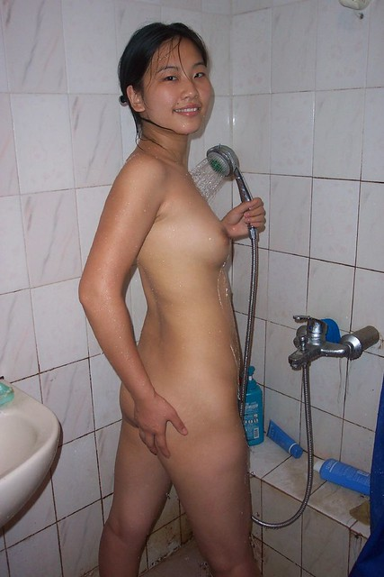 Shiny Buns - Nude Pose in the Shower