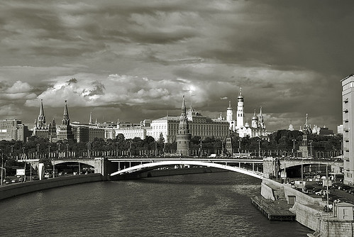 city bridge summer sky white black history sepia architecture clouds nikon bravo searchthebest russia lumière moscow explore culturalheritage oldstones város annaz nyar d80 abigfave aplusphoto diamondclassphotographer flickrdiamond blackribbonbeauty adoublefave theperfectphotographer bwartaward themoskvariver copyrightedallrightsreserved