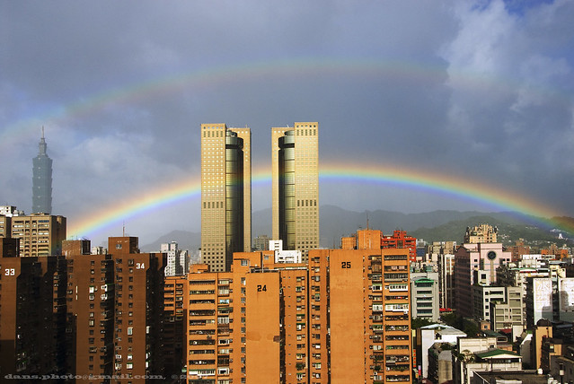 double rainbow in Taipei 台北霓與虹