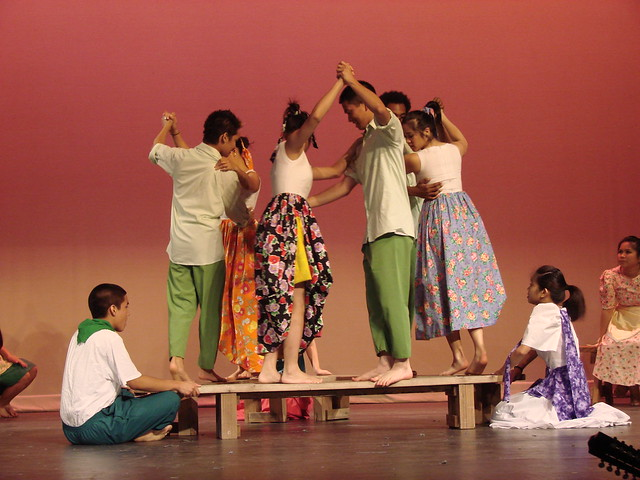 sayaw sa bangko Pandango sa ilaw pandango sa ilaw (dance with oil lamps), this version from mindoro, is the most difficult of the all the pandangos it is quite unusual and colorful.