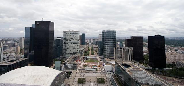 Вид с большой арки Дефанс. Париж. La Grande Arche de la Défense. Paris