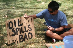 An press conference attendee paints a sign - photo by Francois Rogers