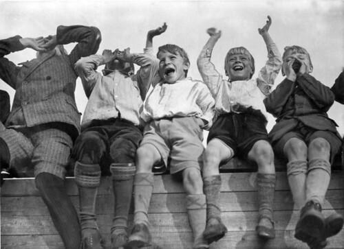 Juichende Jongens Bij VSV DFC Boys Cheering When Their Favorite Team Scores