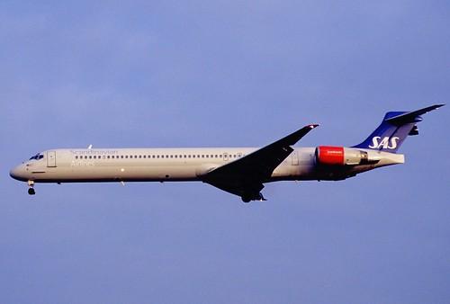202az - Scandinavian Airlines MD-90-30; LN-ROB@LHR;18.01.2003