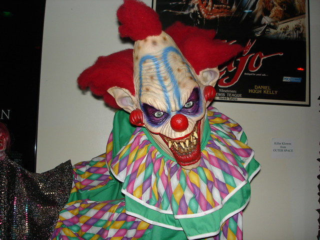 Killer clowns from outer space flickr photo sharing for Space clowns