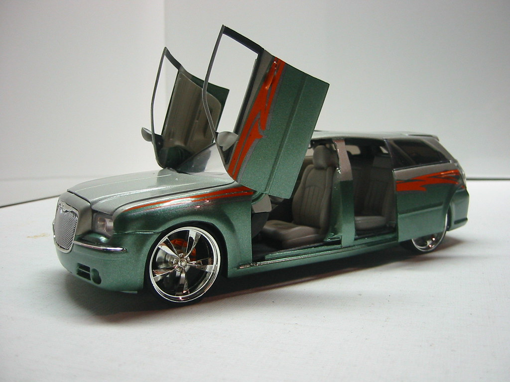 Dodge Magnum with Chrysler 300 nose custom doors & Dodge Magnum with Chrysler 300 nose custom doors - a photo on ... pezcame.com