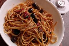 spaghetti alle vongole(0.0), bucatini(0.0), spaghetti(0.0), naporitan(0.0), produce(0.0), pici(0.0), spaghetti alla puttanesca(1.0), pasta(1.0), clam sauce(1.0), spaghetti aglio e olio(1.0), pasta pomodoro(1.0), linguine(1.0), fettuccine(1.0), food(1.0), dish(1.0), carbonara(1.0), bigoli(1.0), cuisine(1.0),