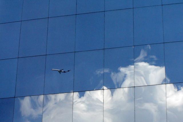 Avión en ventana